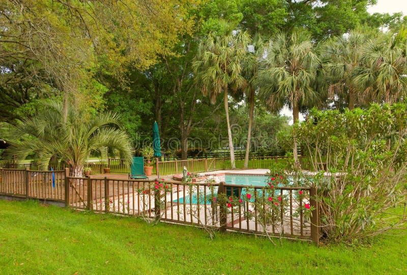 Una cubierta aislada de la piscina en la Florida imagen de archivo libre de regalías