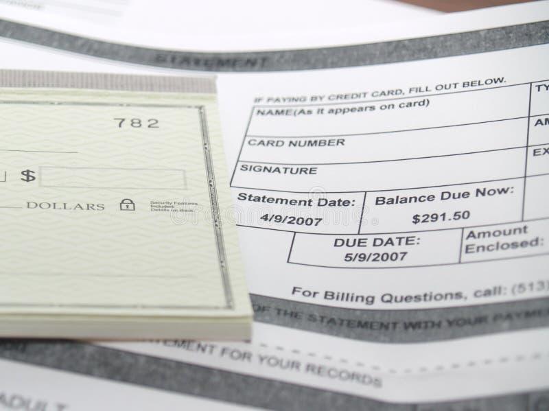 Una cuenta médica y un libro de control imágenes de archivo libres de regalías
