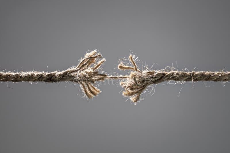 Una Cuerda Rota A Punto De Romperse Imagen de archivo - Imagen de cuerda, problema: 173028323