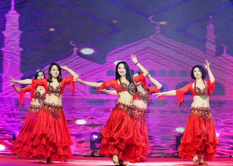 Una danza apasionada del muchacha-vientre de Turquía imágenes de archivo libres de regalías