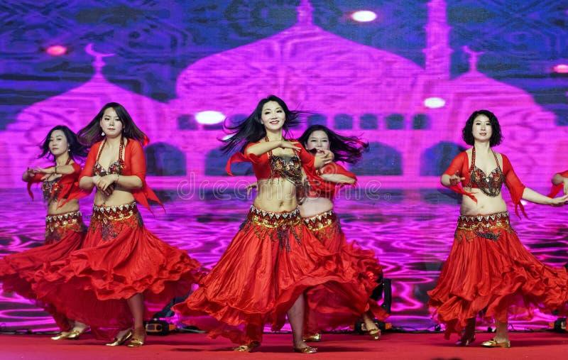 Una danza apasionada del muchacha-vientre de Turquía fotos de archivo libres de regalías