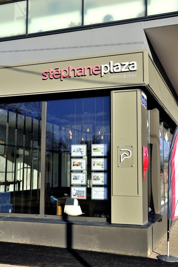 Una de las agencias inmobiliarias reales Stephane Plaza imagen de archivo libre de regalías