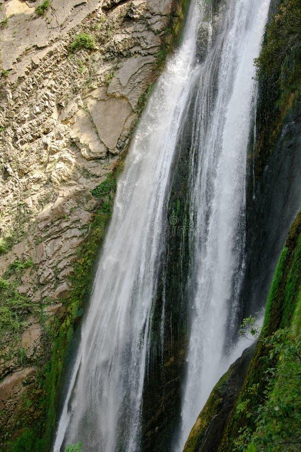 Una de las cascadas más altas de Italia foto de archivo