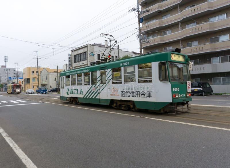 Una de las tranvías en Hakodate, Hokkaido foto de archivo