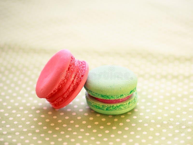 Una delicadeza dulce francesa, variedad de los macarrones imagen de archivo
