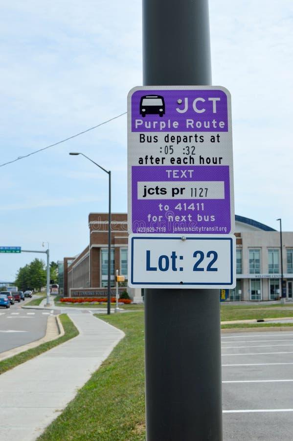 Una delle fermate dell'autobus della città alla città universitaria di ETSU immagini stock libere da diritti