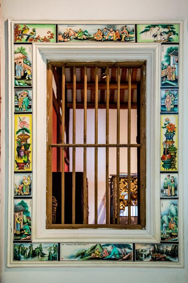 Una delle finestre di vecchia costruzione, corridoio di Yongxing, nel museo provinciale di Guangdong Ha dipinto molte immagini va immagini stock