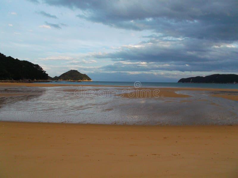 Una delle spiagge in Nuova Zelanda, area di Catlins fotografia stock