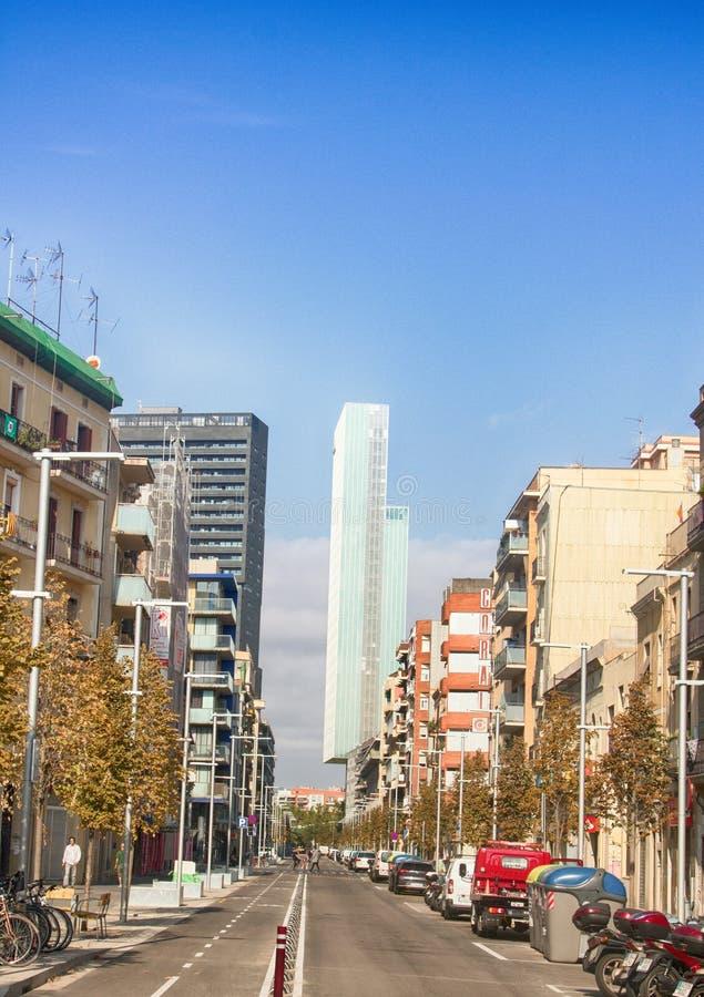 Una delle vie secondarie di Barcellona fotografia stock libera da diritti