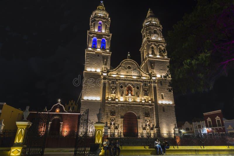 Una di attrazioni più belle in Campeche, è la sua cattedrale, situata accanto al quadrato principale, sulla cinquantacinquesima v fotografia stock