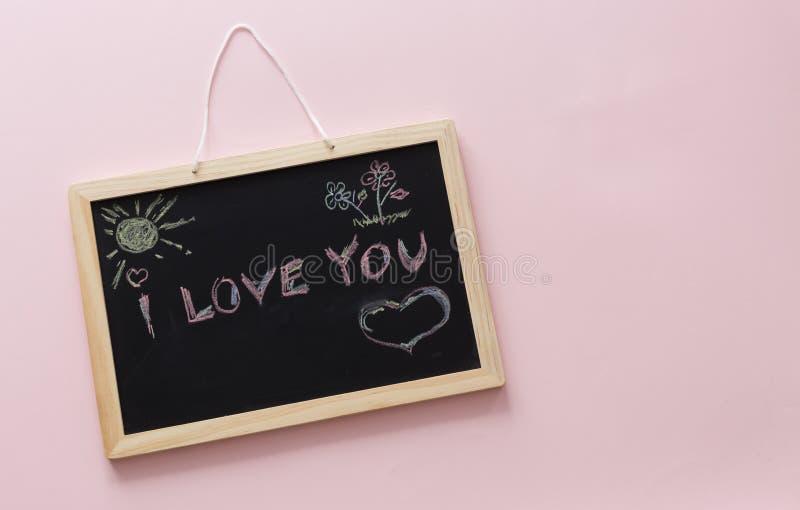 Una dichiarazione di amore scritta su una lavagna fotografia stock libera da diritti