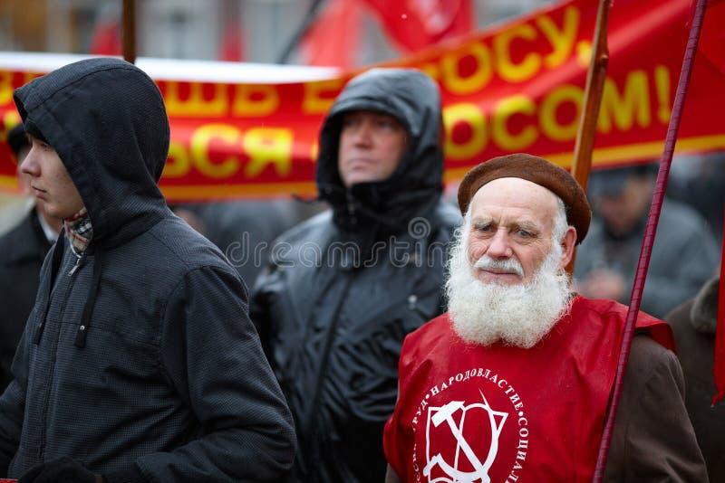 Una dimostrazione comunista in Samara, Russia immagini stock