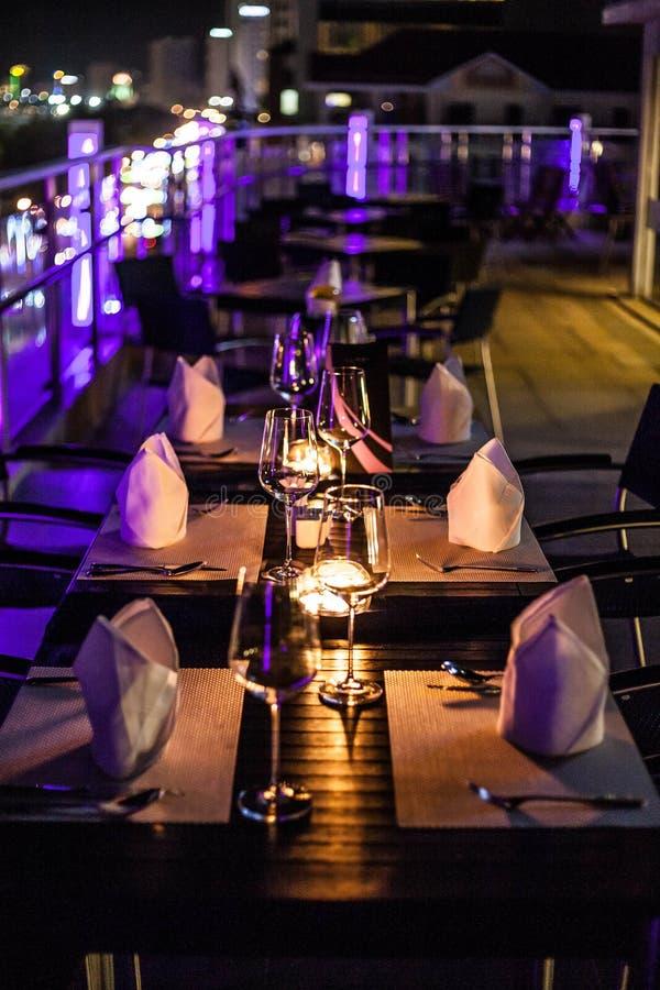 Una disposizione della tavola di cena immagine stock