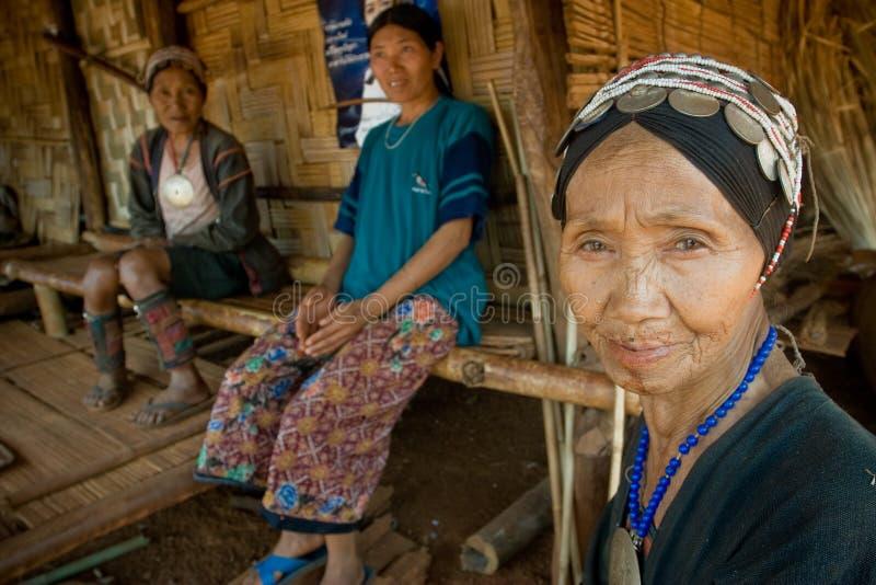 Una donna anziana dal gruppo etnico di Akha fotografie stock libere da diritti