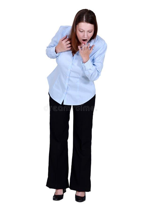 Una donna di affari che guarda giù fotografie stock