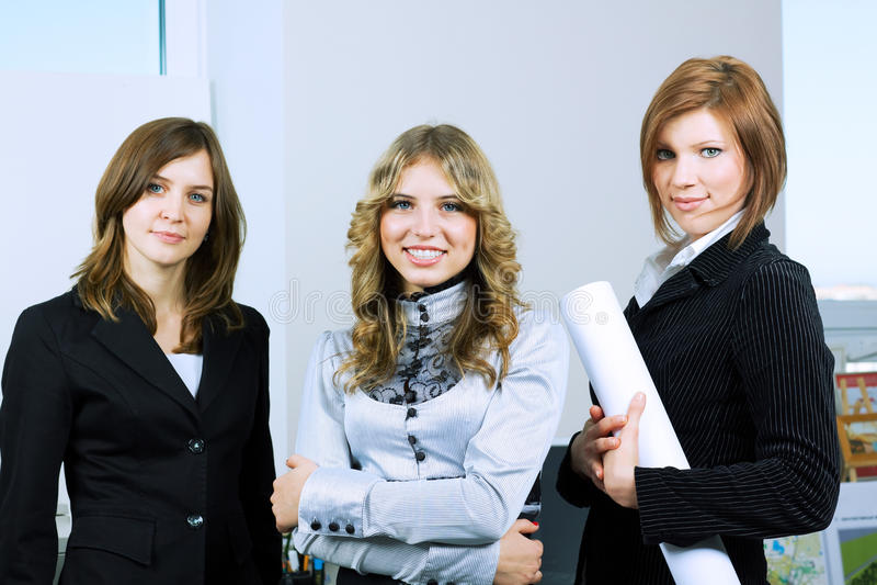 Una donna di affari dei tre giovani. immagine stock libera da diritti