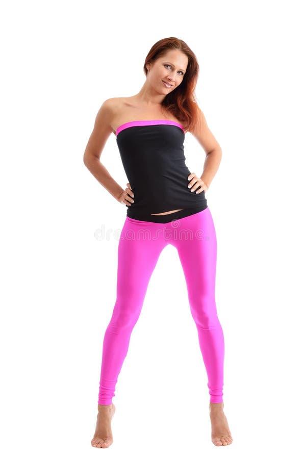 Una donna esile nello sport copre per forma fisica fotografia stock libera da diritti