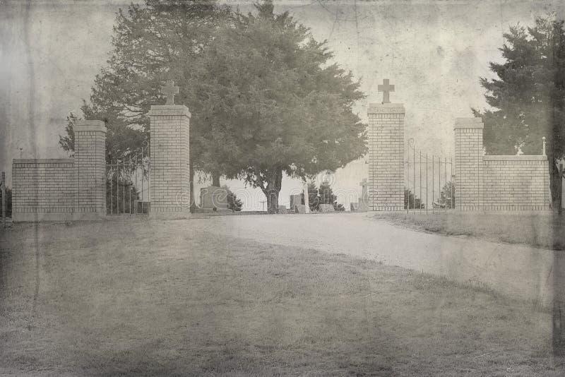 Una entrada en un cementerio viejo fotografía de archivo libre de regalías