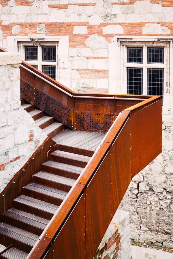 Una escalera moderna imágenes de archivo libres de regalías