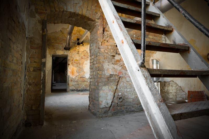 Una escalera vieja del hierro foto de archivo