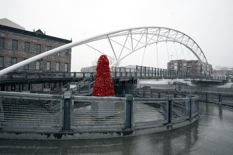 Una escultura 'terciopelo nacional 'por John McEnroe debajo del puente de la montaña imagen de archivo libre de regalías