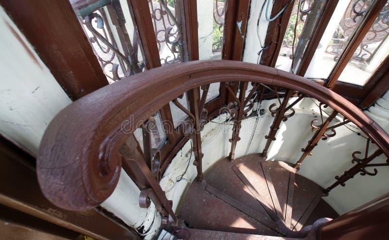 Una esquina de las escaleras dentro de la mezquita magnífica de la torre Mezquita de Surakarta, Java Indonesia central fotos de archivo libres de regalías