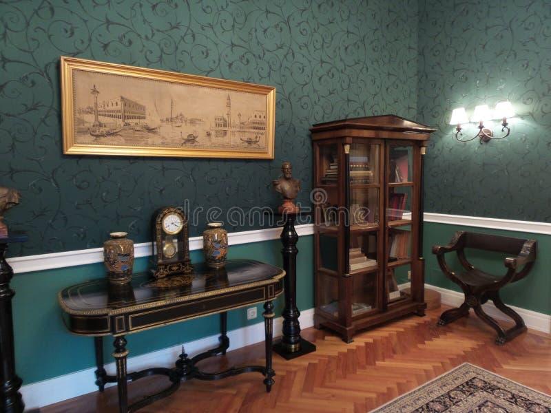 Una esquina en un cuarto en el palacio de Iulia Hasdeu imagen de archivo