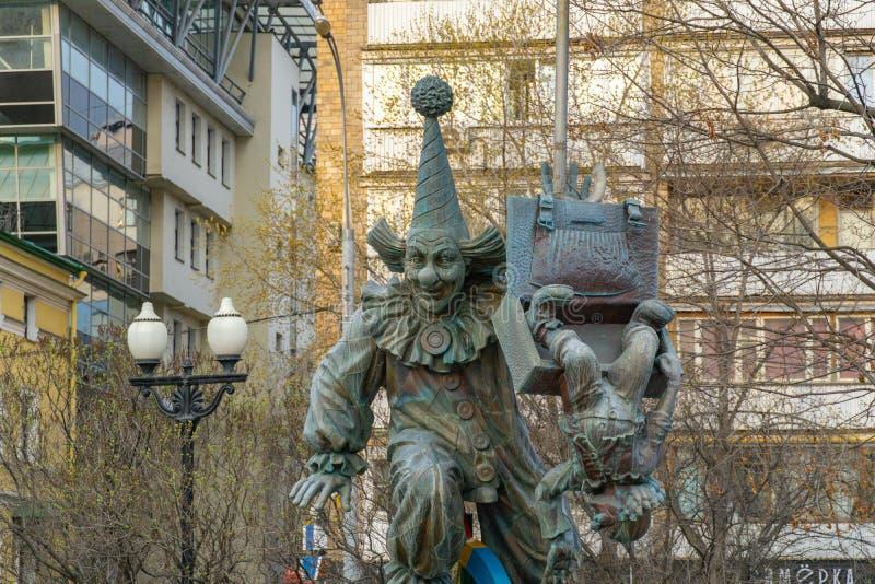Una estatua de bronce del payaso en los payasos ajusta en el bulevar de Tsvetnoy fotos de archivo libres de regalías