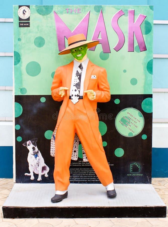 Una estatua de tamaño natural de la máscara de una película popular de Hollywood de la comedia de la acción foto de archivo
