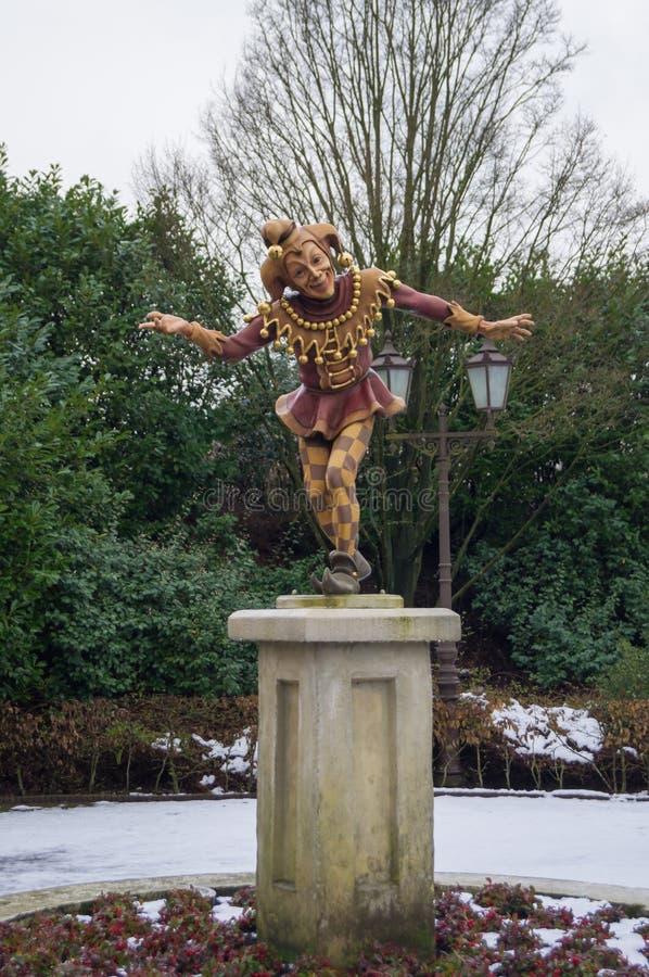 Una estatua del bufón de la inclinación imagenes de archivo