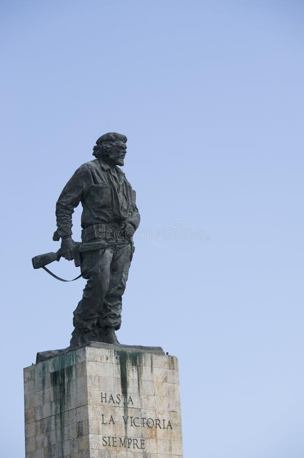 Una estatua del héroe revolucionario Ernesto Guevara en Cuba foto de archivo