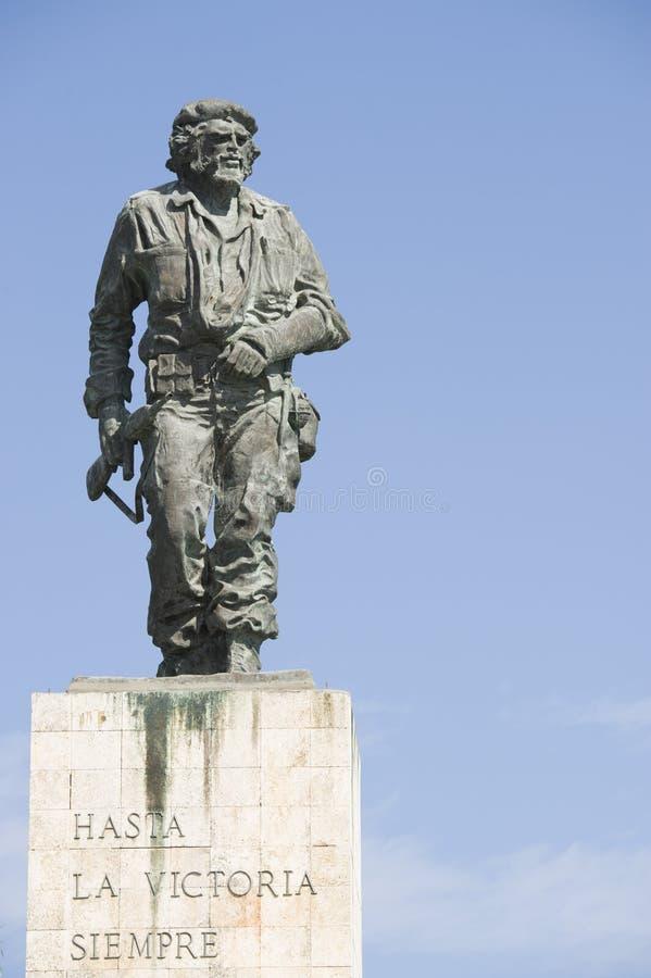 Una estatua del héroe revolucionario Ernesto Guevara en Cuba imagenes de archivo