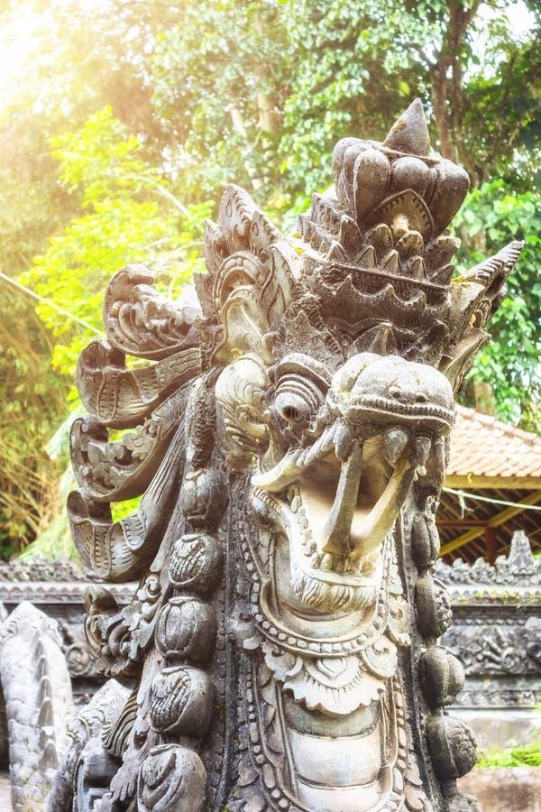 una estatua hindú en Bali Indonesia imagen de archivo