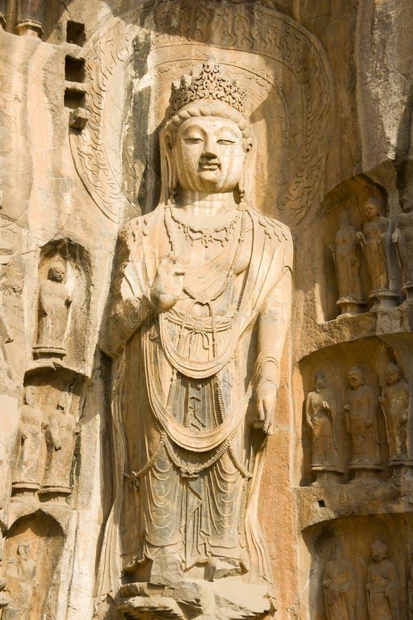 Una estatua perfecta de Buddha en el Longmen Groottoes fotos de archivo libres de regalías