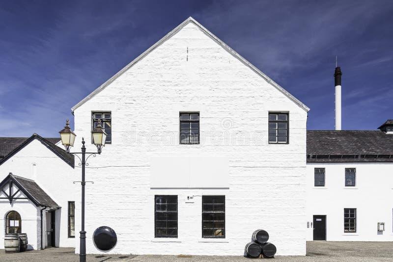 Una fábrica de la destilería del whisky foto de archivo