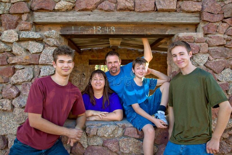 Una famiglia del ritratto di cinque fotografia stock