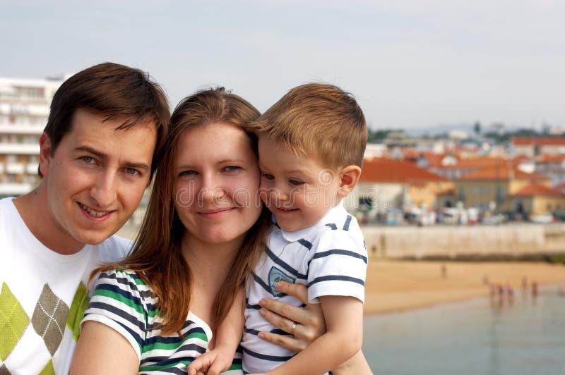 Una famiglia di tre felice fotografie stock
