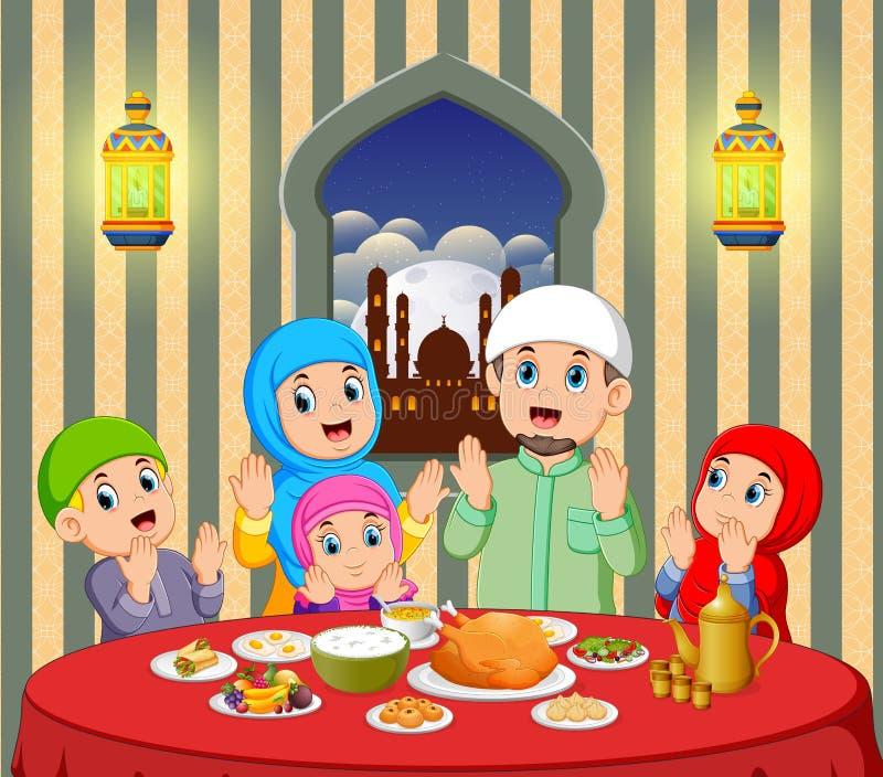 Una familia feliz está rogando antes de comer en su casa con hermosa vista de la ventana libre illustration