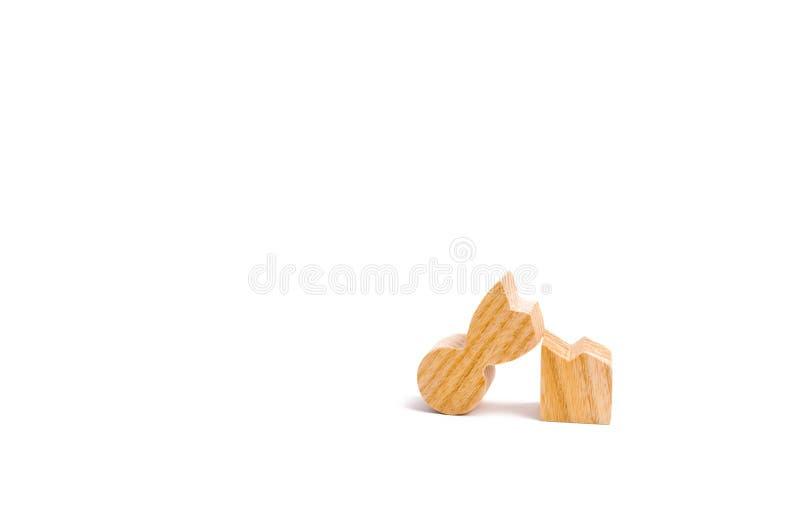 Una figura di legno di un uomo è rotta Il concetto dello stress psicologico e della pressione Non ha potuto stare i nostri nervi  fotografia stock libera da diritti