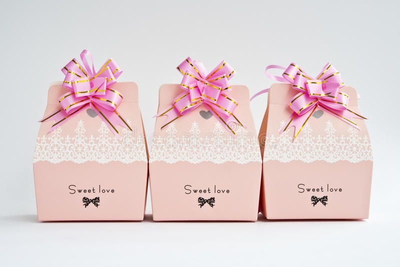 Una fila de las cajas de regalo imagen de archivo libre de regalías
