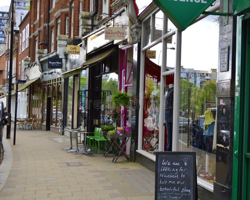 Una fila de tiendas en Hampstead Londres Reino Unido foto de archivo libre de regalías