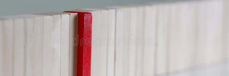 Una fila roja del bloque de madera de la lotería del ganador fotografía de archivo libre de regalías