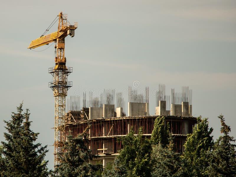Una fine in costruzione di costruzione moderna su fotografia stock