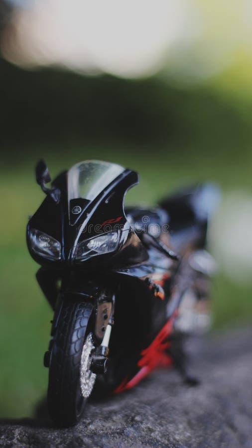 Una fine su fotografia della miniatura del motociclo all'aperto fotografie stock
