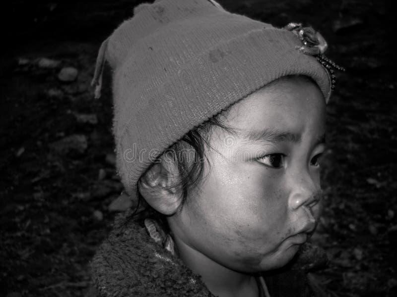 Una fine sul ritratto del bambino del Nepal fotografie stock
