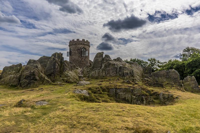Una fine sulla vista di un affioramento roccioso di Charnian oscilla nel parco di Bradgate, Leicesterschire fotografia stock