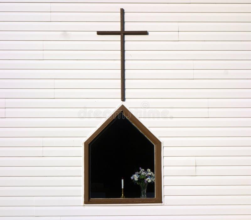 Una finestra pacifica in una chiesa marittima immagine stock libera da diritti