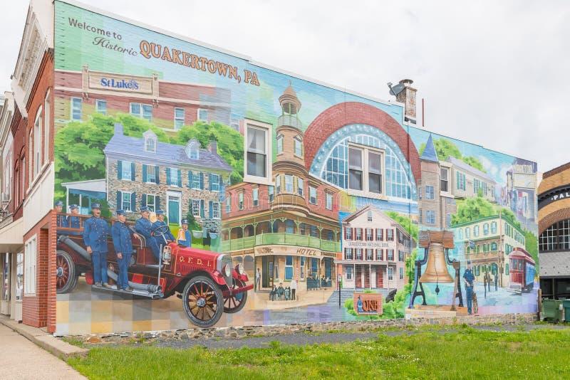 Una foto de una calle principal de la pequeña ciudad típica en los Estados Unidos de América imagenes de archivo