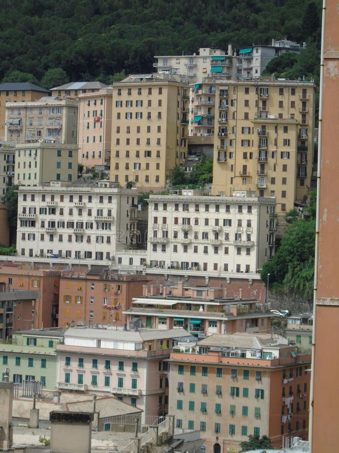 Una fotografia stupefacente di una certa edilizia popolare a Genova fotografia stock