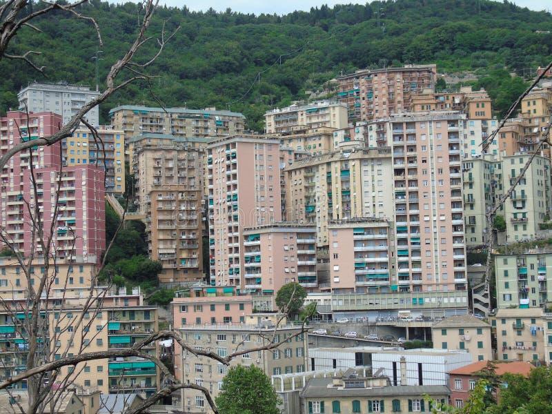 Una fotografia stupefacente di una certa edilizia popolare a Genova immagini stock